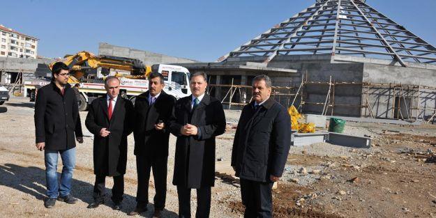 Çakır, 'Nikah Sarayı' inşaatında inceleme yaptı