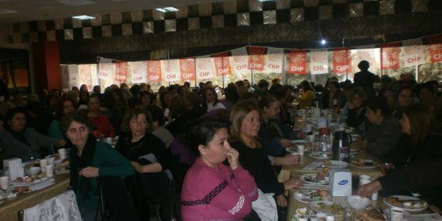 CHP'li kadınlar seçme ve seçilme hakkı verilişinin 79. yıl dönümünü kutladı