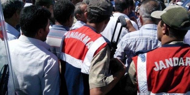 Çiftçiler Malatya-sivas Karayolunu Kapattı