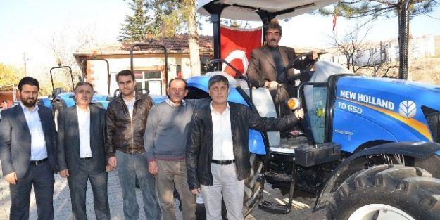 Çiftçiye Destek Kapsamında 6 Traktör Teslim Edildi