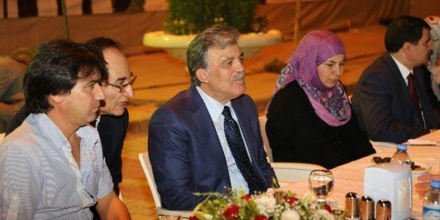 Cumhurbaşkanı Gül, İftarını Suriyeli Mültecilerle Açtı