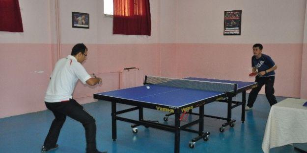 Cumhuriyet Kupası Masa Tenisi Turnuvası Yapıldı