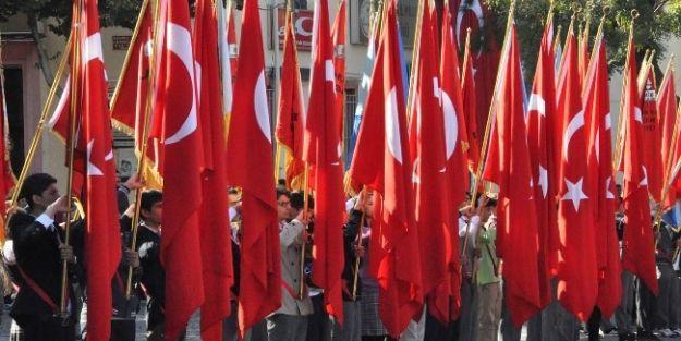 Cumhuriyetin 90. Kuruluş Yıldönümü Kutlamaları Anıta Çelenk Sunumuyla Başladı