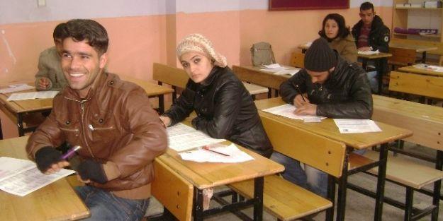 Doğanşehir'de Lise Bitirme Sınavı Yapıldı