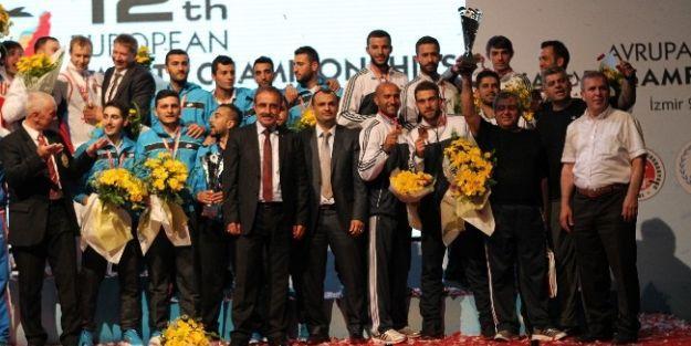 Esenlik Malatya Belediyespor'da Avrupa Üçüncülüğü Sevinci Yaşanıyor