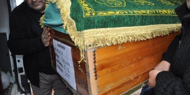 Eşi Tarafından Öldürülen Kadın Defnedildi