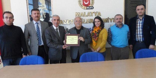 Evren, Malatya Gazeteciler Cemiyetini Kutladı