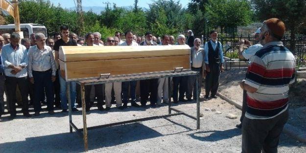 Gazeteci Mustafa Eren'in Dayısı Toprağa Verildi
