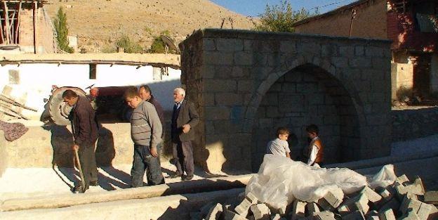 Gözene Köyündeki 325 Yıllık Çeşme Tamir Ediliyor