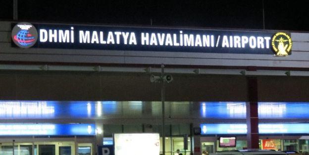 Hacı Adayları Havaalanın Da 7.5 Saat Bekledi