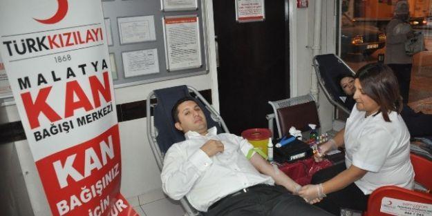Hastane Personeli Kan Bağışında Bulundu