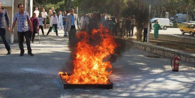 Hastane Personeline Yangın Tatbikatı