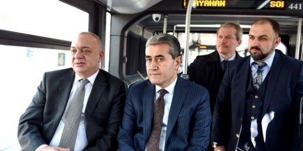 İstanbul'da Trambüsü Ağzına Bile Almıyor!