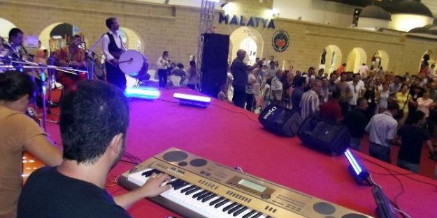 İzmir Fuarı'nın Onur Konuğu Malatya Standında Konser