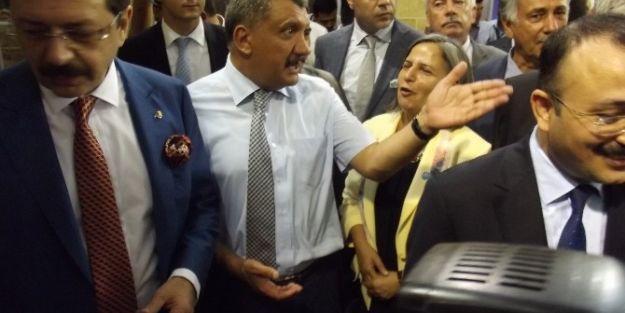İzmir'deki Fuarda Malatya Standına Protokol İlgisi
