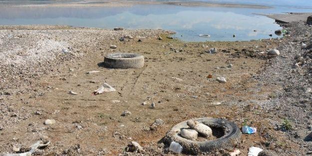 Karakaya Barajı'nda Sular Çekildi