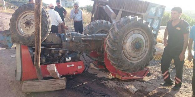 Kayısı taşıyan traktör ters döndü: 1 ölü, 4 yaralı
