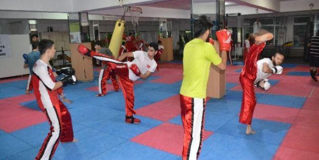 Kick Boksçlar, Türkiye Şampiyonasına İddialı Hazırlanıyor