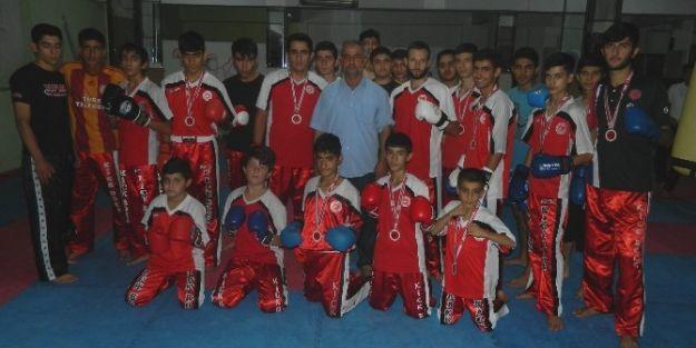 Kick Boksçular, Türkiye Şampiyonası'ndan 15 Madalya İle Döndü