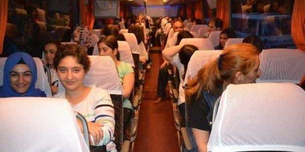 Kız Öğrenciler, Karadeniz Gezisine Gitti