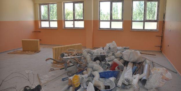 Kömüşhan Köyü Sakinleri Okullarının Bitirilmesini İstiyor