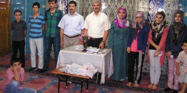 Kur'an Kursu Öğrencilerine Hediyeli Mezuniyet Programı