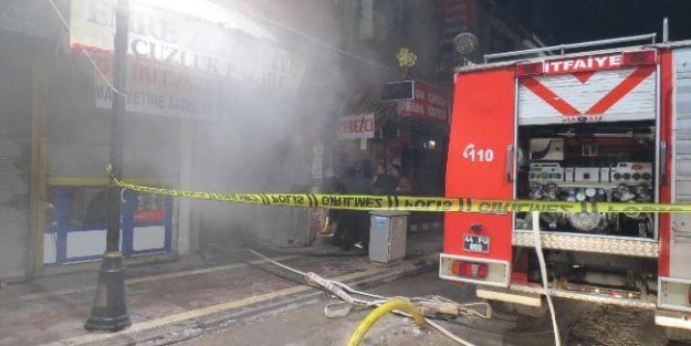 Kuru Yemişçi Dükkanında Çıkan Yangın Ucuz Atlatıldı