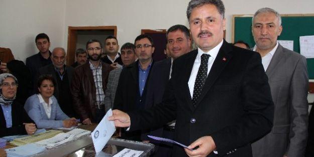 Malatya Belediye Başkanı Ve Ak Parti Büyükşehir Belediye Başkan Adayı Ahmet Çakır, Oyunu Kullandı