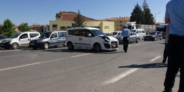 Malatya'da İki Araç Çarpıştı: 3 Yaralı