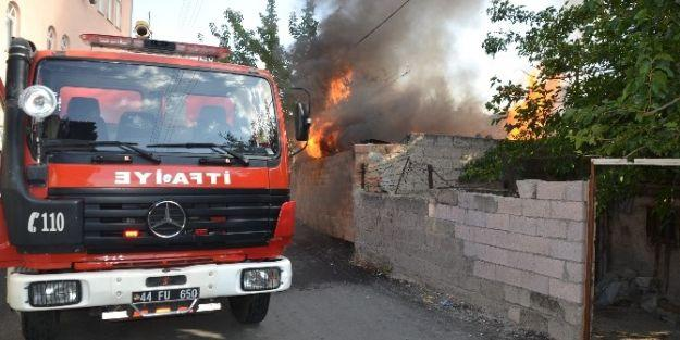 Malatya'da Odunlukta Yangın