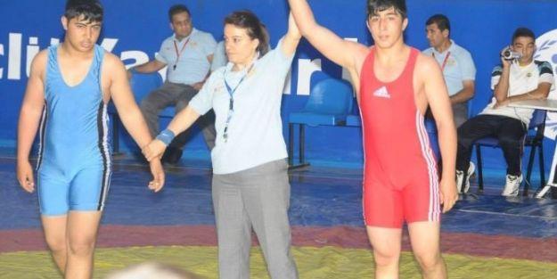Malatya'dan Güreşçi Samet Güzel Milli Takım Mayosunu Giyecek