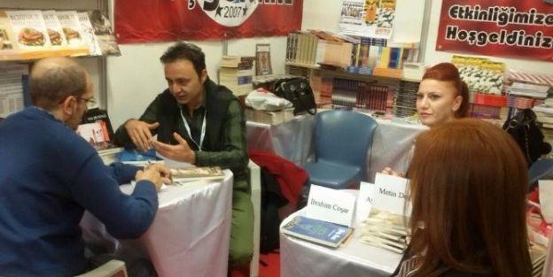 Malatyalı Yazar Metin Doğan Kitabını İmzaladı
