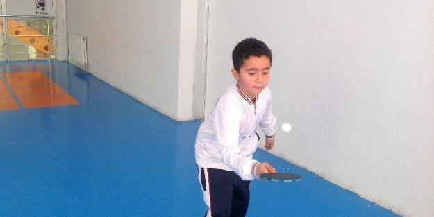 Masa Tenisi Top Sektirme Turnuvası Düzenlendi