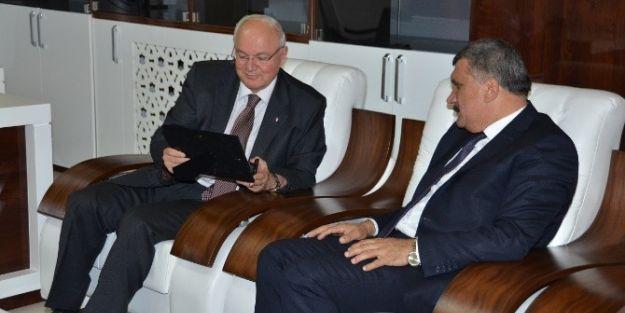 Merkez Valisi Erkmen, Başkan Gürkan'ı Ziyaret Etti