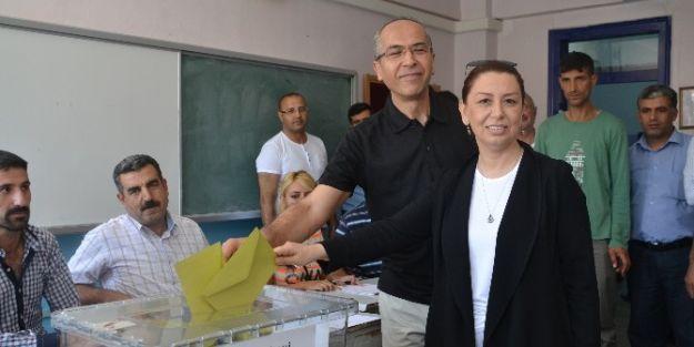Milletvekili Çalık, Oy'unu Malatya Anadolu Lisesi'nde Kullandı