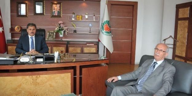 Müftü Yusuf Gül'den, Büyükşehir Belediye Başkanı Ahmet Çakır'a Veda Ziyareti