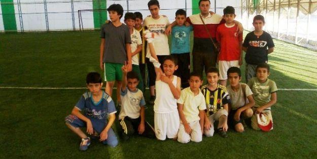 Öğrenciler, Futbol Müsabakasında Karşılaştı