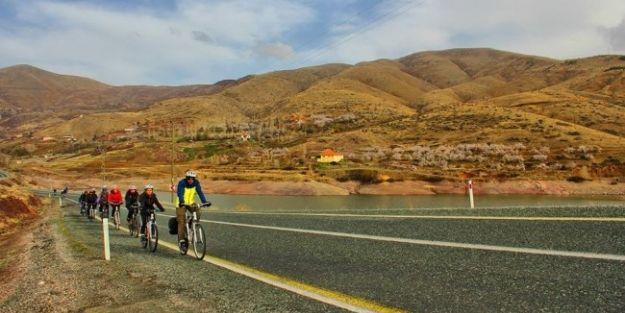 Öğrencilerden Ecdada Saygı Bisiklet Turu