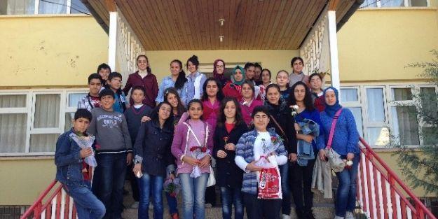 Öğrencilerden Huzurevi'ne Ziyaret