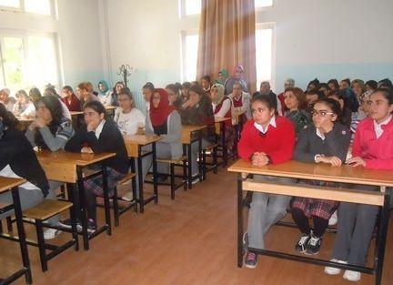 Öğrencilere Madde Kullanımı Semineri Verildi