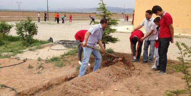Okul bahçesine 'Damla Sulama Sistemi' yapıldı