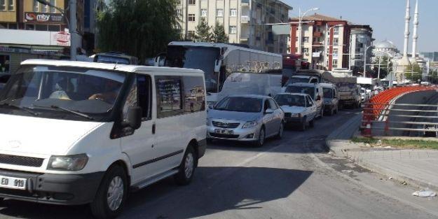 Okulların Açıldığı İlk Günde Trafik Karmaşası Yaşandı