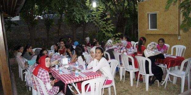 Okuma Merkezinde Eğitim Gören Çocuklara İftar Verildi