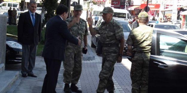 Orgeneral Galip Mendi'den Vali Vasip Şahin'e Veda Ziyareti