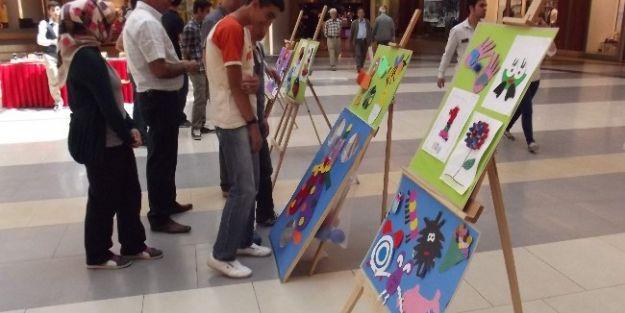 Otizmi Fark Et Projesi Sergisi Açıldı