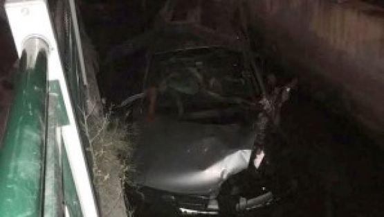 Otomobil Derme Kanalına Uçtu, 3 Yaralı