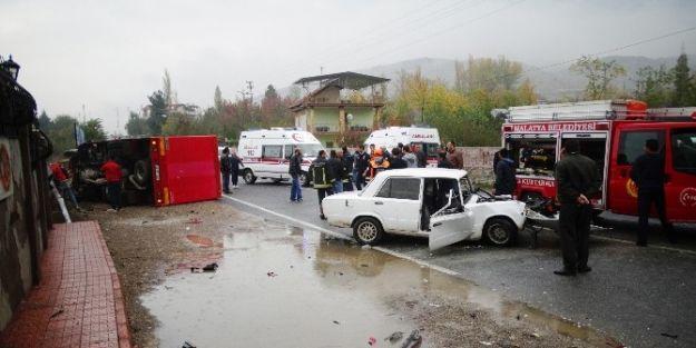 Otomobil İle Kamyonet Çarpıştı: 1 Ölü, 5 Yaralı