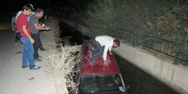 Otomobil sulama kanalına uçtu