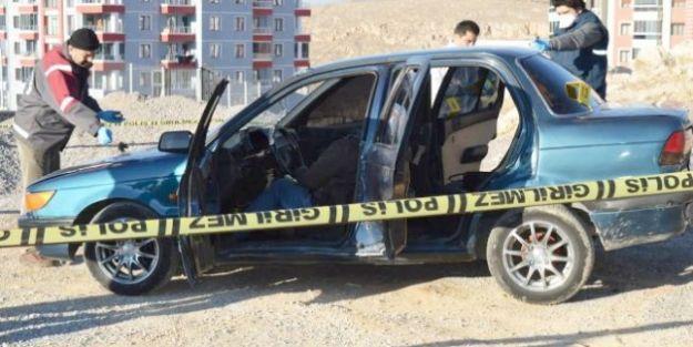 Otomobilinde Öldürüldü