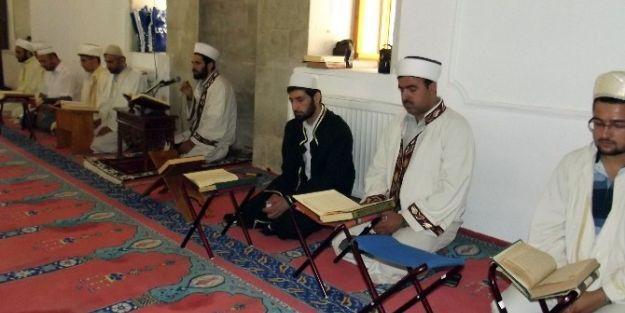 (özel Haber) 30 Hafız Bir Günde Kur'an'ı Hatmetti